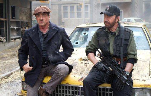 A feláldozhatók 2. filmidézet - Sylvester Stallone (Barney Ross) és Chuck Norris (Booker)